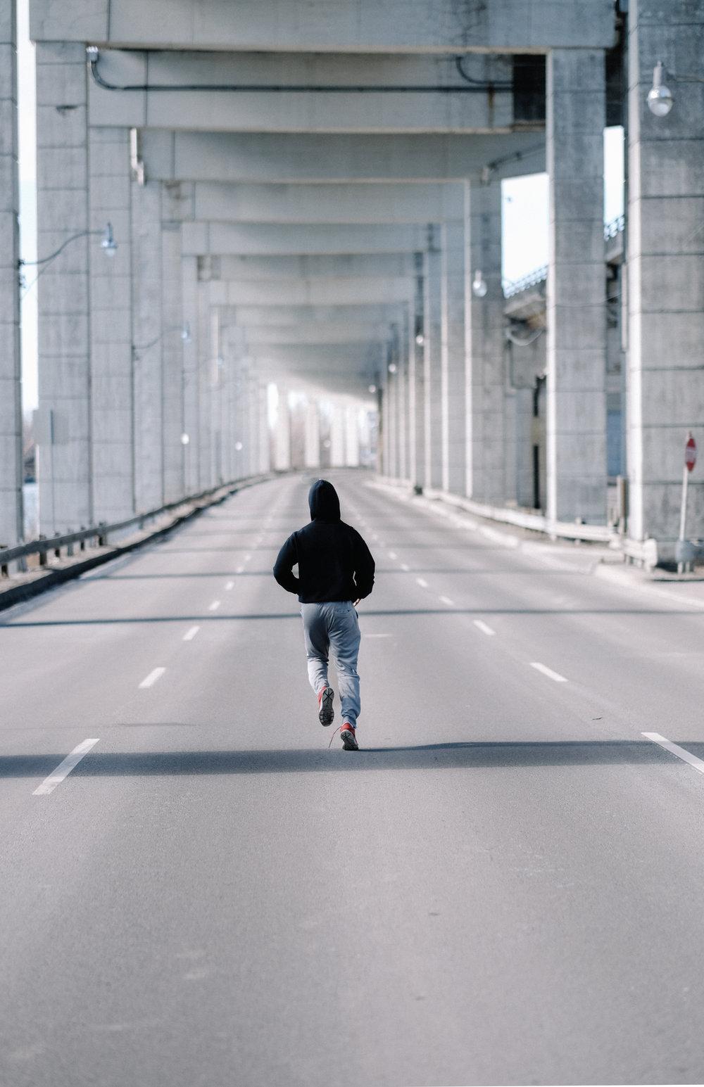 Nyo running thru the 6 by a social media photographer