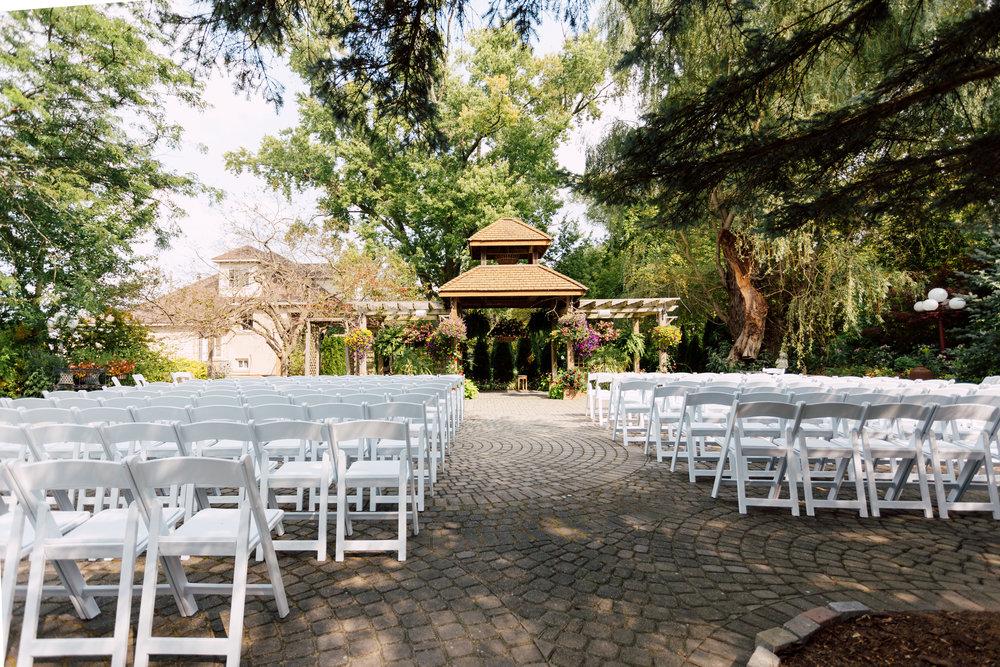 Madsens greenhouse outdoor wedding