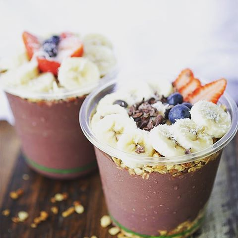 five loaves cafe downtown charleston juice bar acai bowl brunch