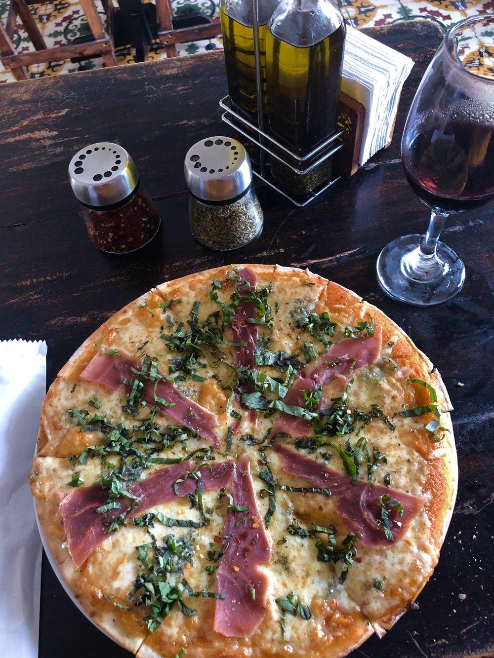 This gorgonzola pizza though >>>>>>
