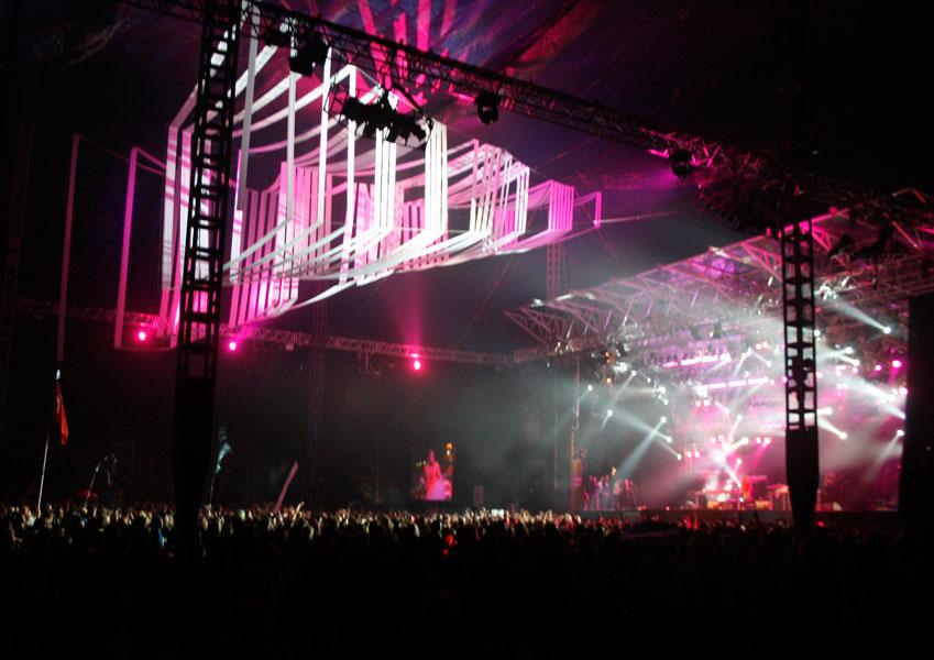 Koncert med 25.000 personer i og omkring teltet