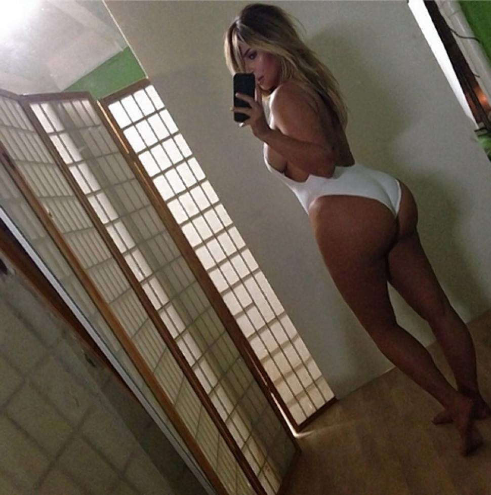 Kim Kardashian post pregnancy selfie posted on instagram captioned #nofilter, 17 October 2013 (credit Kim Kardashian)