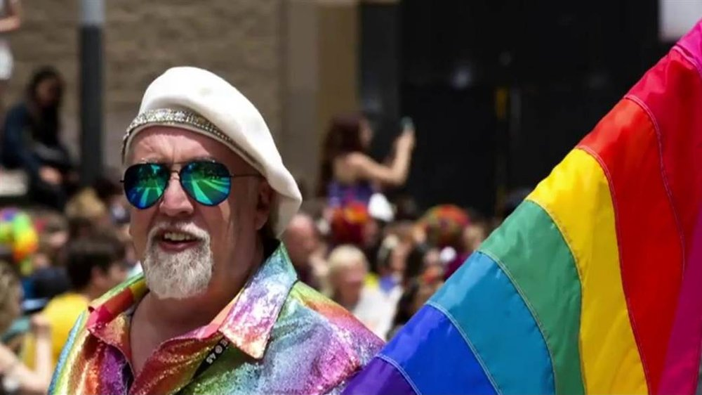 Rainbow flag creator Gilbert Baker at a Pride march in San Francisco in 2015. (credit:    CNN.com   )