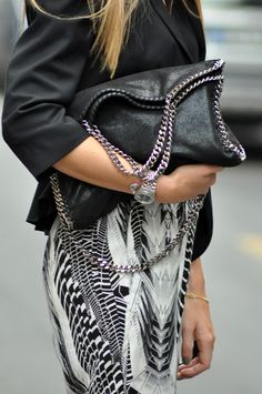 9c5d4d4344d4e779280bffdd137878a4--edgy-outfits-black-leather-bags.jpg