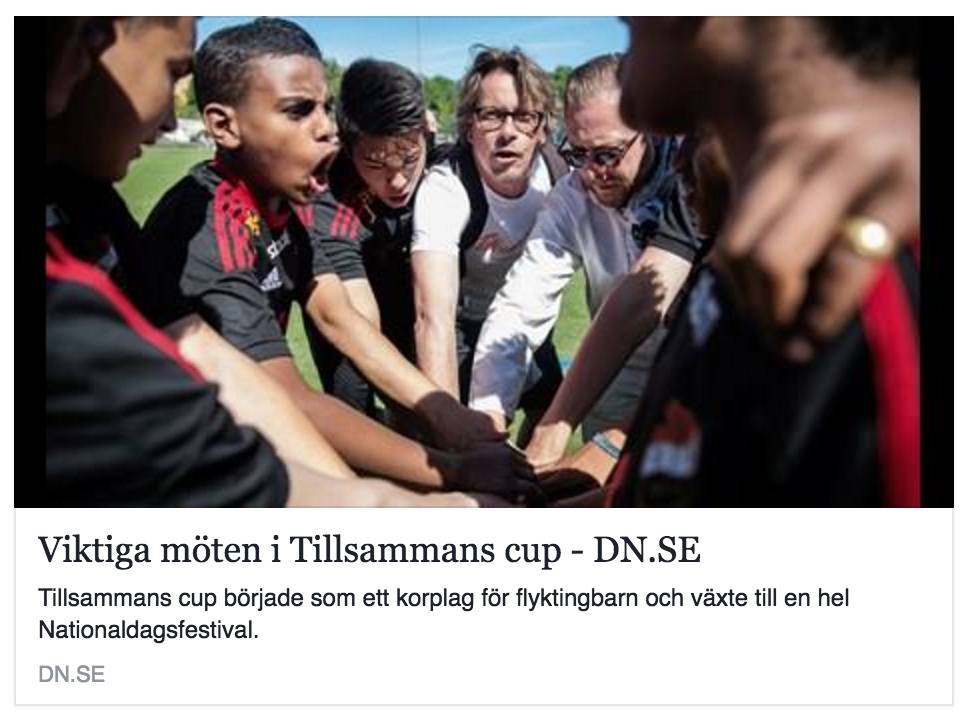 """DN rapporterar från Enskede IP om Tillsammans Cup  """"Tillsammans Cup växte från ett korplag för flyktingbarn till en hel nationaldagsfestival"""""""