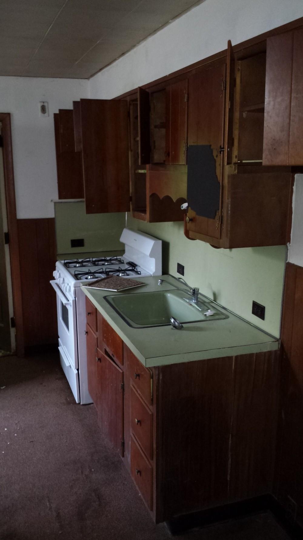 a4 - 3523 sunnyside exist kitchen 1.jpg