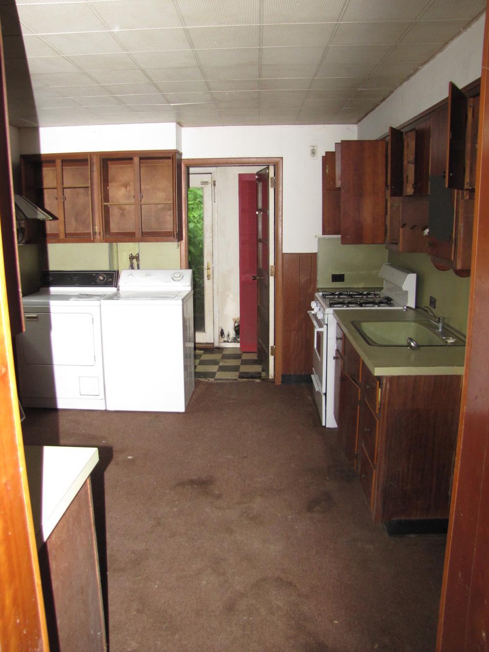 a5 - 3523 sunnyside exist kitchen 2.jpg