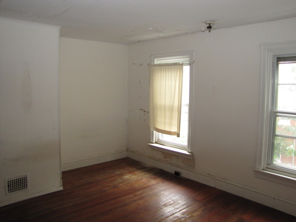 a8 - 3523 sunnyside exist master bed 2.jpg