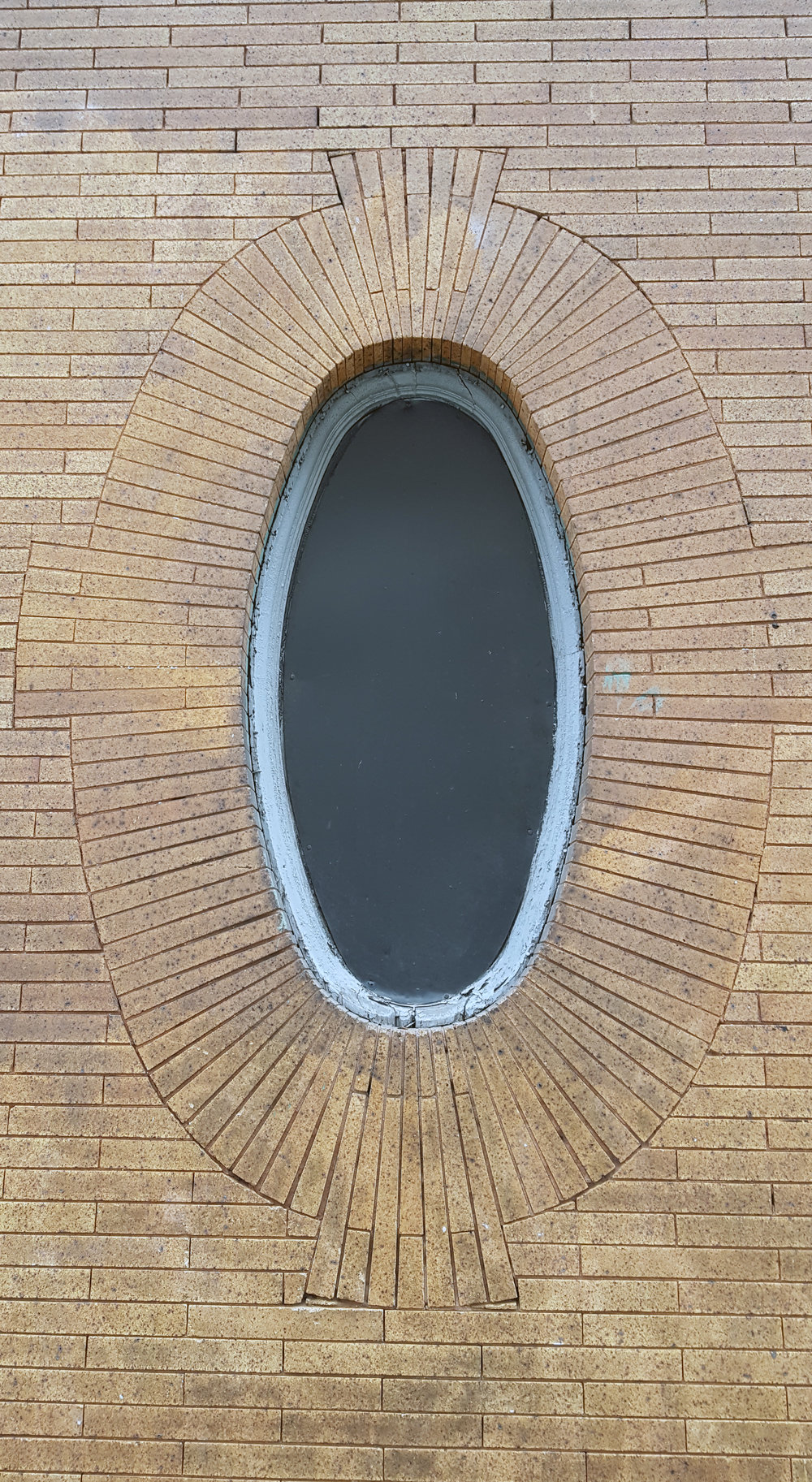 A detail of the oval window; look at how carefully the bricks were cut to fit it.