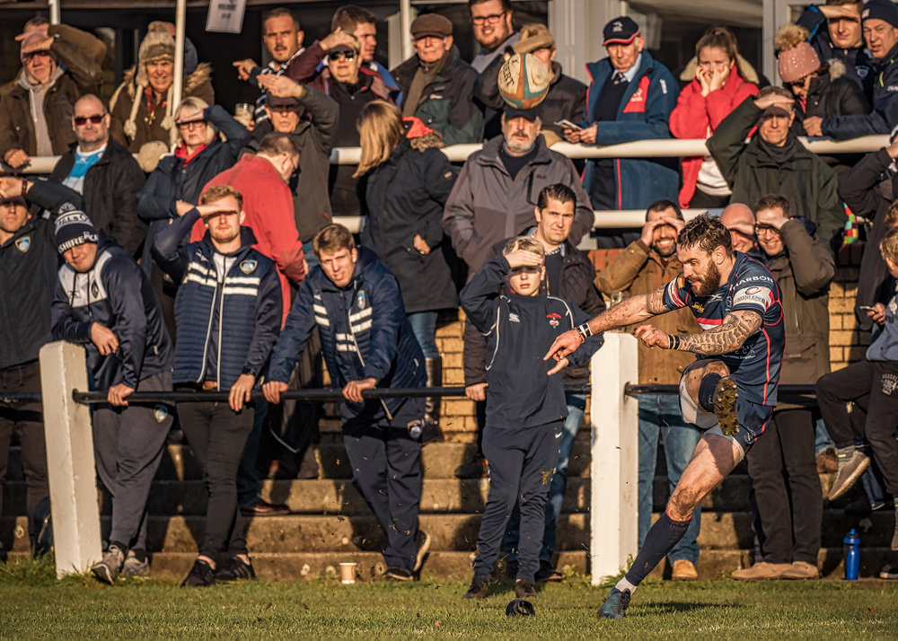The crowd looks into the setting sun as Dougie Flockhart attempts the conversion following a last minute Knights try.