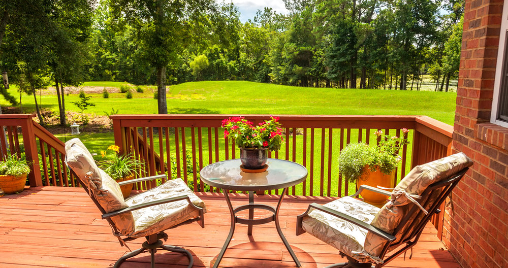 10 Tricks to Update Your Backyard Deck_Signature Exteriors