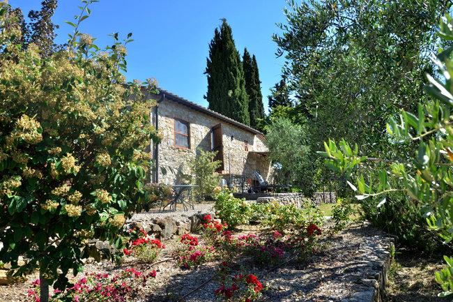 Versteckt zwischen Olivenhainen liegt die Ferienhaus L'Oliveta © PR