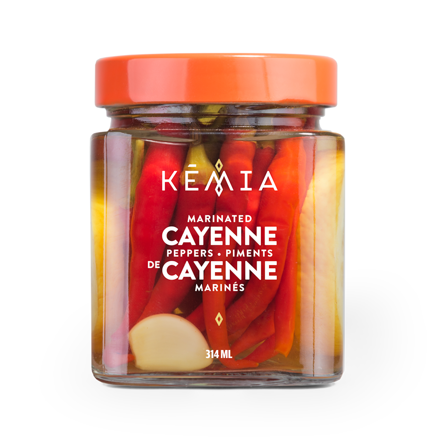 Wake up any dish with our whole cayenne peppers in their lemon brine. Salad, sandwich, burger, pizza, soup, tomato sauce, ratatouille as well as fish and meat dishes come alive!
