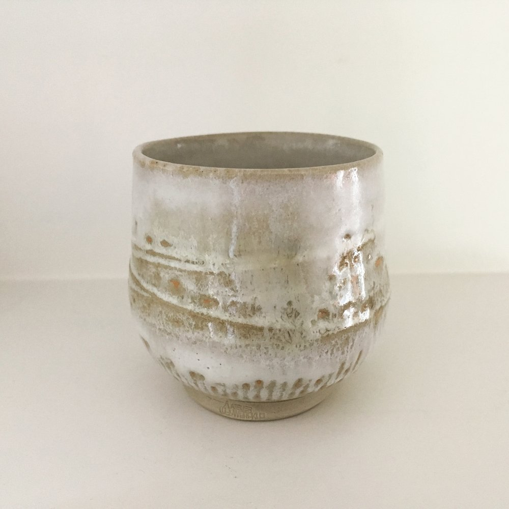 Yunomi   Stoneware cup with nuka ash glaze and  decorated with local clay slip (Utrecht, NL)  Ø 7cm - €15