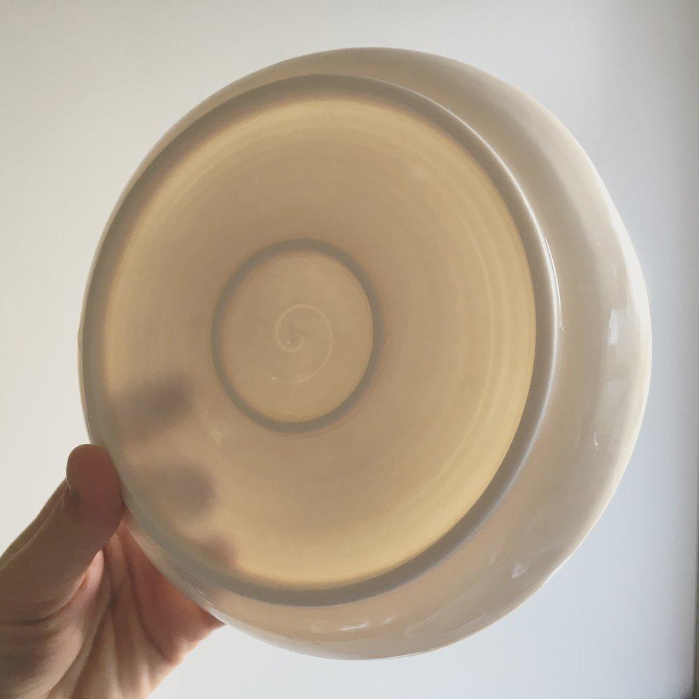 Porcelain cake plate   Small porcelain plate with transparent glaze.  Ø 12cm - Sold
