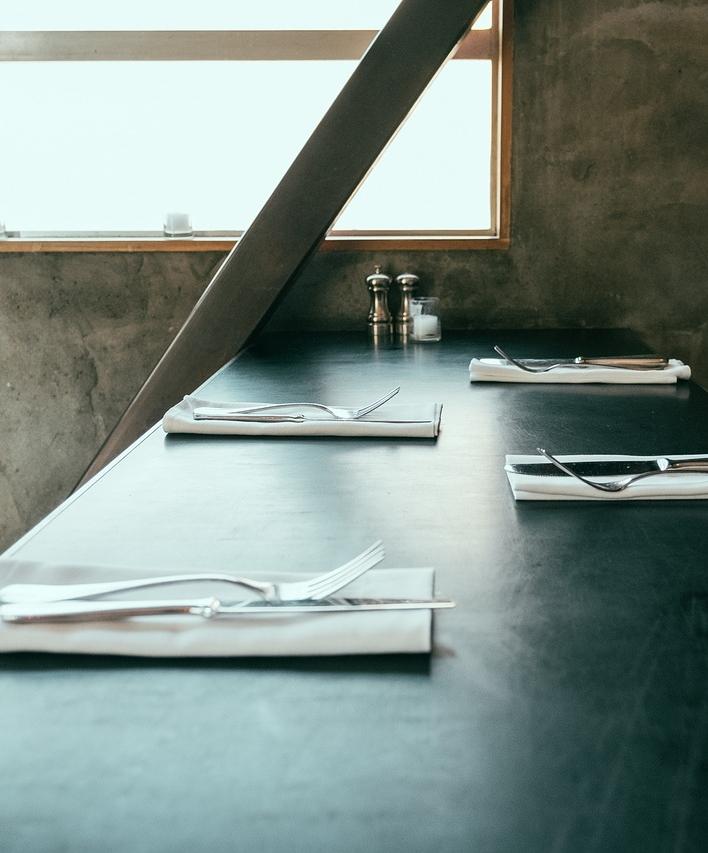 table-1031334_1280.jpg