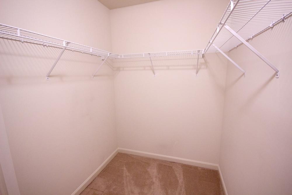 13 Walk-in Closet.jpg
