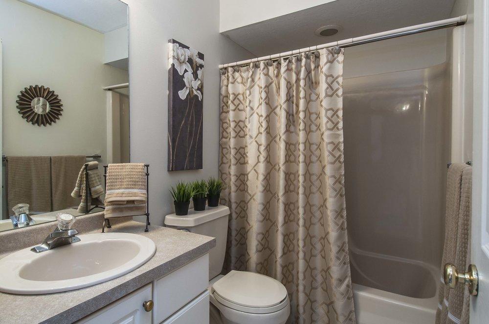 4937 Oakhurst Avenue - Listing Photos-28.jpg