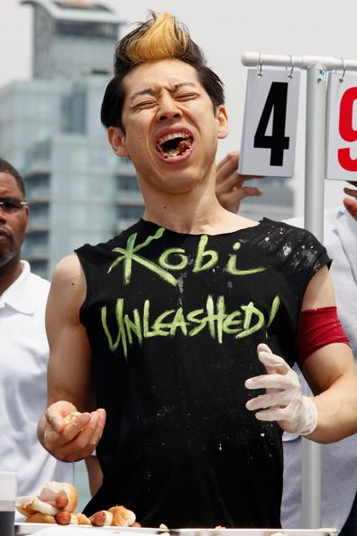 Takeru+Kobayashi+Challenges+2011+Nathan+Famous+0aNQSubIAfdl.jpg