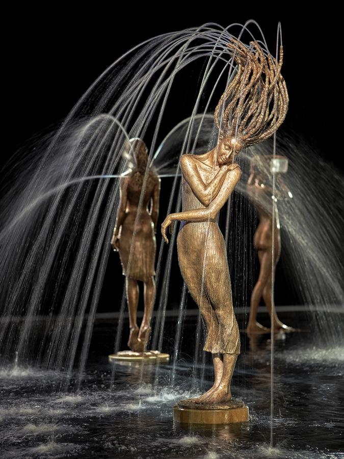 Primavera III by Małgorzata Chodakowska ( source )  See  short film  from fontaines 2015 exhibit