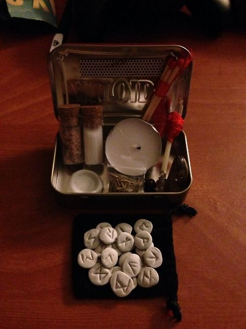 Pocket, travel altar put together by cunningwitchfox.(etsy rock star)... Perfect for a getaway