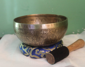 Make this bowl sing, bring the positive energy to you, or send out your intention to the universe.