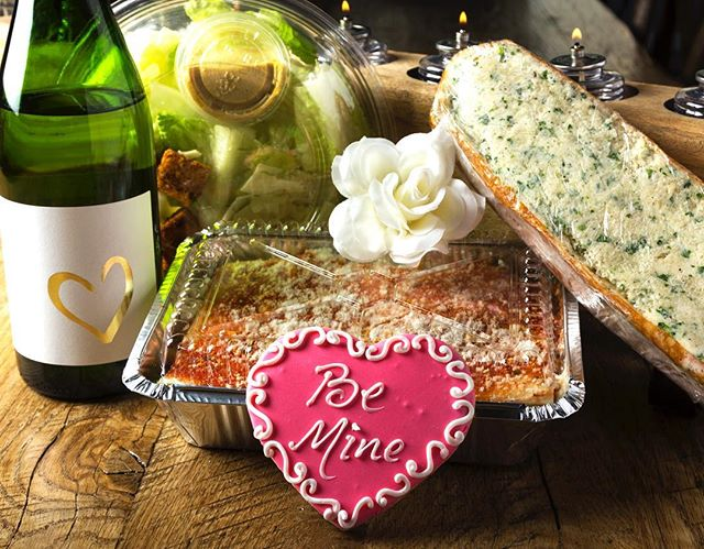 @filomenas_oc has made Valentine's Day dinner easy all you need to do is stop by and pick it up!! #lasagna #caesarsalad #garlicbread #wine #cookie #italianfood #italiancooking #madewithlove #dinnermadeeasy #valentinesday2019 #foodphotography #propstyling #localeoc #restaurant