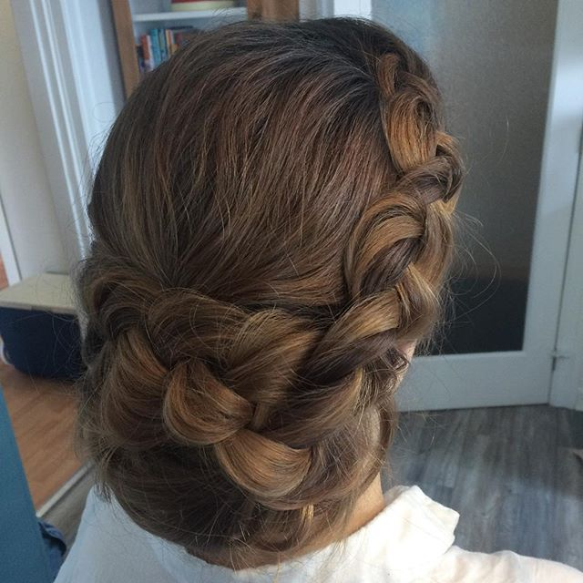 I love a braid/undone low bun style. 💗