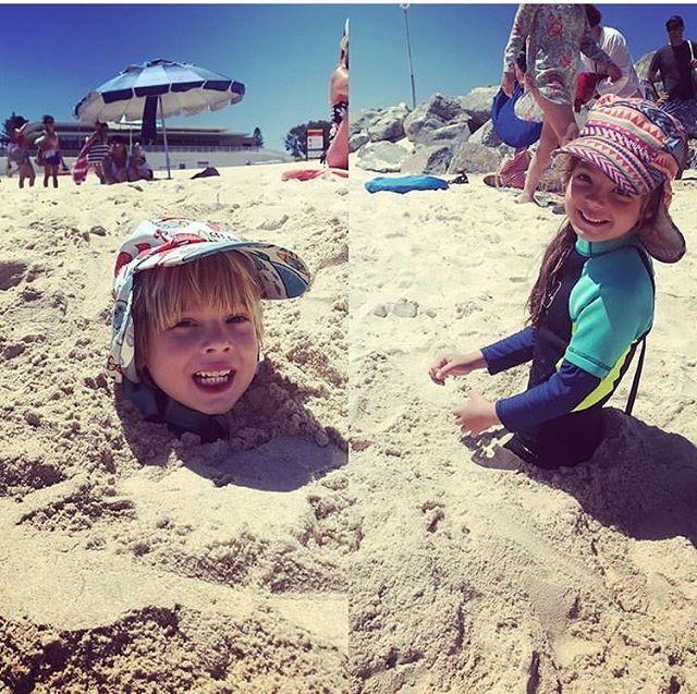We have located the buried treasure 🤣 🏝 📷 @timmo152  #beachdays #summer #getflapped #sunsafe #safesun #sunsmart #kids #beachwear