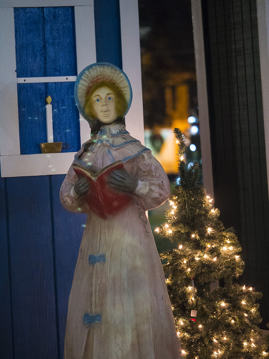 carolerStatue_1.jpg