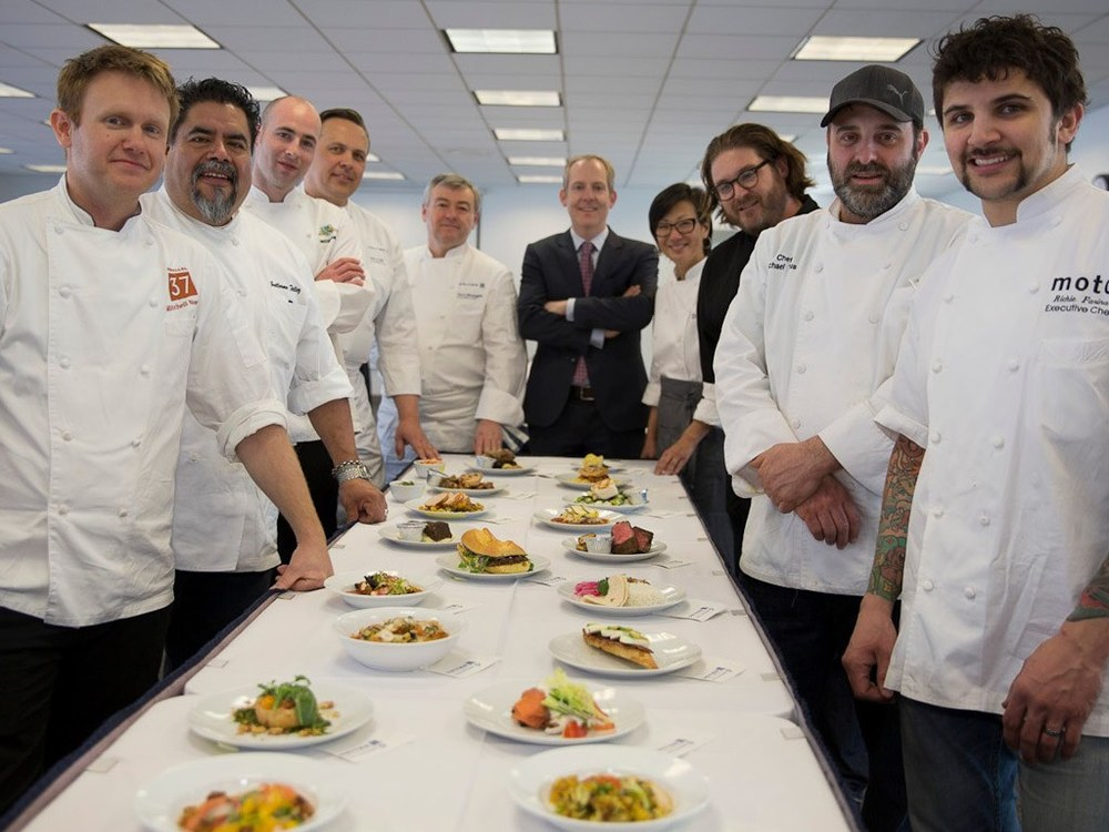 United Airlines, Famous Chefs Collaborate to Improve Inflight Meals