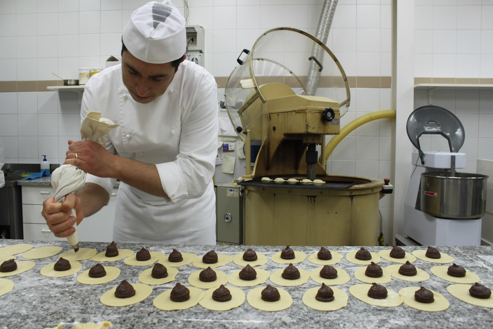 Pastry making during our sicilian chocolate tasting day