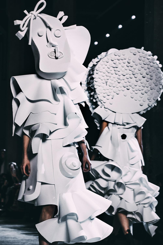 4KAREN_ROSALIE_versace_paris_couture_2016.jpg