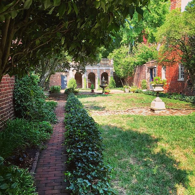 And today I went to The Poe Museum where there is an enchanting garden and two black cats. 🐾🐱🖤 . . . #thepoemuseum #poe #edgarallanpoe #garden #gardens #enchantinggarden #rva #richmond #richmondva #virginia #poetslife #vaca #history #historygeek