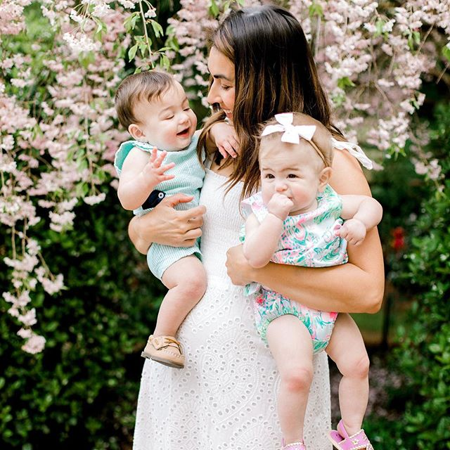 One of my favorites from this family session. Pretty blooms and baby feet, send all the heart eye emojis please!