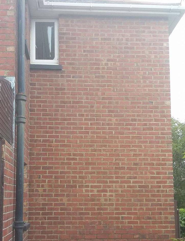 brickrepointingsidehouse2.jpg