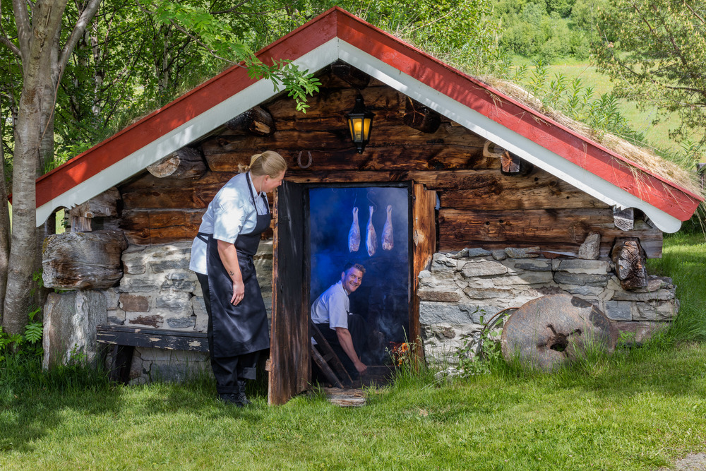 In Basstua (The Smoking House) from 1850 our chefs Lene and Lars Ivar smokes leg of lamb. Salting and smoking gives an exquisite taste. The process i developed by Leif Helmersen.