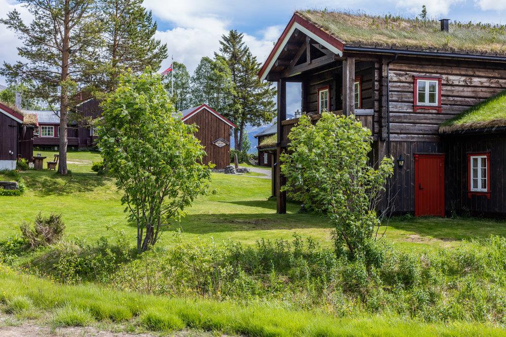 Bortistu Gjestegård ligger i Oppdal kommune i naturskjønne omgivelser innerst i Storlidalen og i hjertet av Trollheimen.