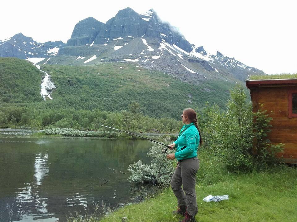 På fisketur ved Innerdalsvatnet. Foto; privat Aud