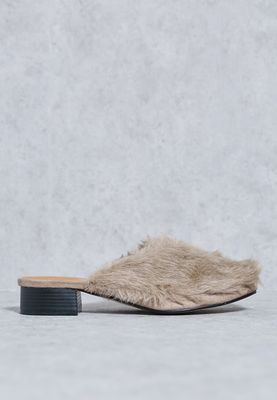 TRUFFLE//Fur Slip Ons//120 AED/SAR