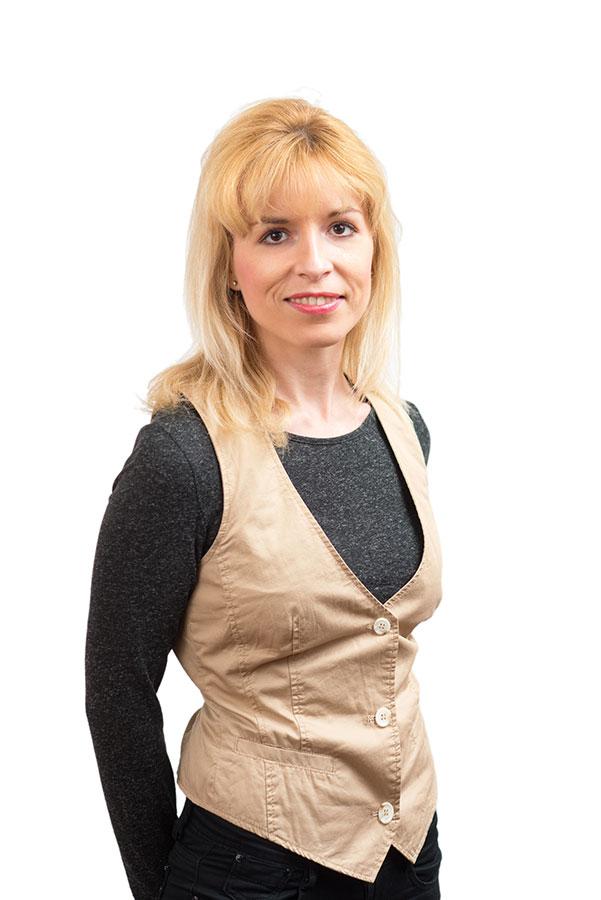 """Mgr. Dominika Čmehýlová-Rašová, PhD. - Lektorka nemeckého jazykaCudzie jazyky považujem za najväčšiu investíciu pre život. Každého rada presviedčam o tom, že nemecký jazyk môže byť aj ich """"srdcovkou"""". Teší ma, že môžem zúročiť všetky svoje skúsenosti zo štúdia a z práce doma i v zahraničí, a zároveň sa podieľať aj na pracovných a osobných úspechoch svojich študentov. Navštívte ma v Jazykovni, novej jazykovej škole v Trnave.Som hrdá na svoju slovenskosť, preto sa usilujem o to, aby slovenským textom prúdila v žilách iba rýdza slovenčina. Čo viac si môžem priať, keď je moja práca zároveň mojím koníčkom?Obchodné meno: Mgr. Dominika Čmehýlová-Rašová, PhD. - JazykovňaIČO: 50284860Miesto podnikania: 91701 Trnava, Ulica Vladimíra Clementisa 6642/37Číslo živn.registra: 250-37619, okresný úrad Trnava"""