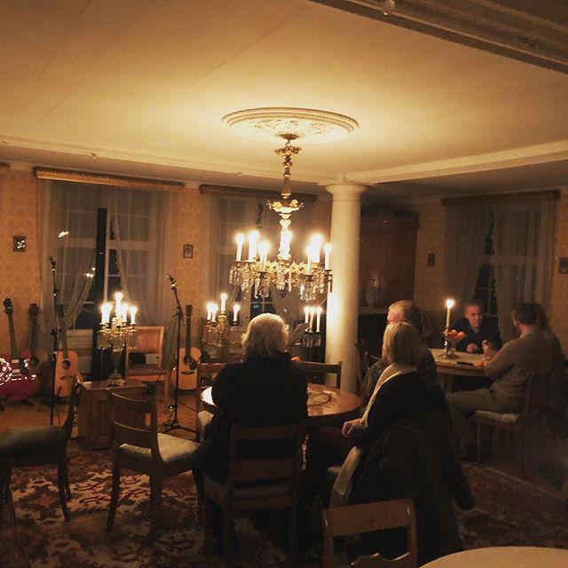 Vi gleder oss så mye til å spille her på Rogneby i kveld! 🌟🌟🌟#wintersongsfromthesea #rogneby #toten