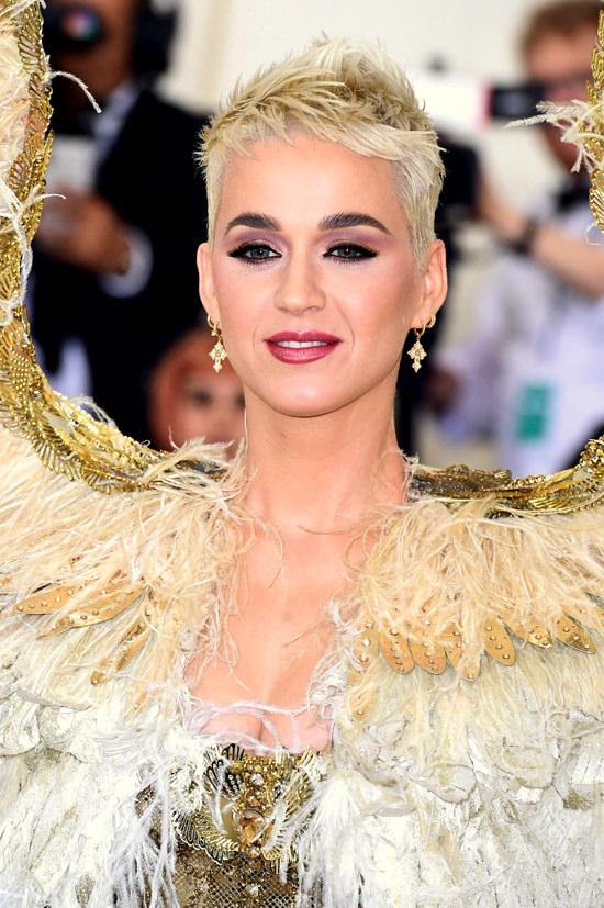 Katy-Perry-Met-Gala-2018-Red-Carpet-Fashion-Atelier-Versace-Tom-Lorenzo-Site-4.jpg