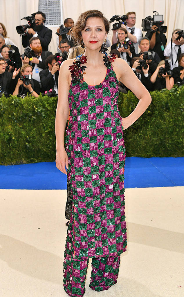 Maggie Gyllenhaal rocks a fresh Marni look. Japanese garden vibes!