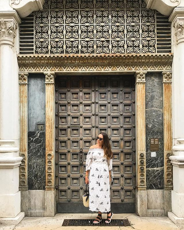 Yes... I am still posting pictures from my recent trip to Italy. Only 11 more days to go till I can soak up the Caribbean sunshine in Antigua 🌞 . . #wearetravelgirls #travelgram #padua #padova #italy #italytrip #travelnoire