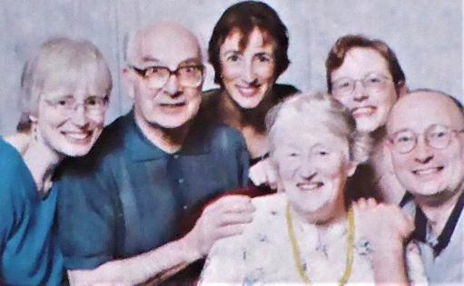 Back: Erika, Eugen, Esther, Anna.  Front: Lorna, Daniel.  (Dec. 2001)