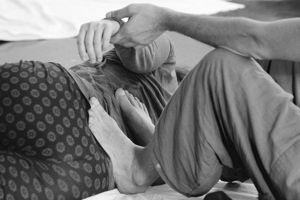 """THAI MASSAGE - Thai Massage basiert auf dem Konzept der Energielinien (""""sen""""). Das Behandeln dieser Linien mit Akupressur und Dehnungen hat einen Einfluss auf die verschiedenen Schichten des Körpers und kann körperliche, energetische und/oder emotionale Blockaden lösen.Thai Massage führt zu allgemeinem Wohlbefinden und Gesundheit und wirkt präventiv wie auch therapeutisch:Präventiv bringt Thai Massage den Energiefluss des Körpers in den Fluss, fördert die Zirkulation, verbessert die Verdauung, die Atmung, Körperhaltung und Beweglichkeit und löst Verspannungen.Auf der therapeutischen Seite kann Thai Massage positiv auf verschiedene Krankheitsbilder wirken: Rückenschmerzen, Kopfschmerzen, Verdauungsprobleme, Stress, Schlaflosigkeit, nervliches Ungleichgewicht und Verspannungen.Therapeut Zoltan Gyorgyovics, Email Zoltan"""