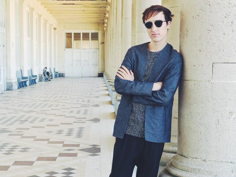 Cos shirt - Cos t-shirt - Zara trousers - Wavvse sunglasses