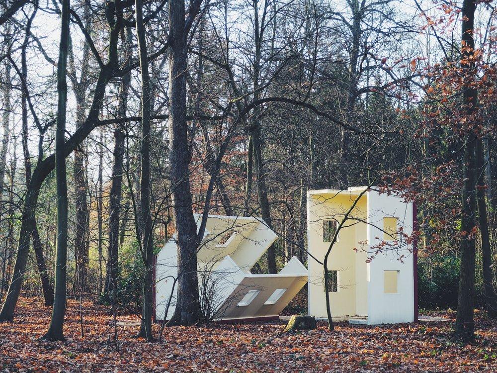 Modelhuizen type 'Bomarzo', Timm Ulrichs (2001)