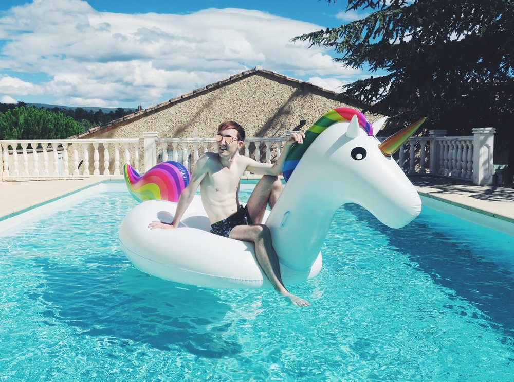 Komono sunglasses - H&M shorts - Inflatable unicorn via bol.com